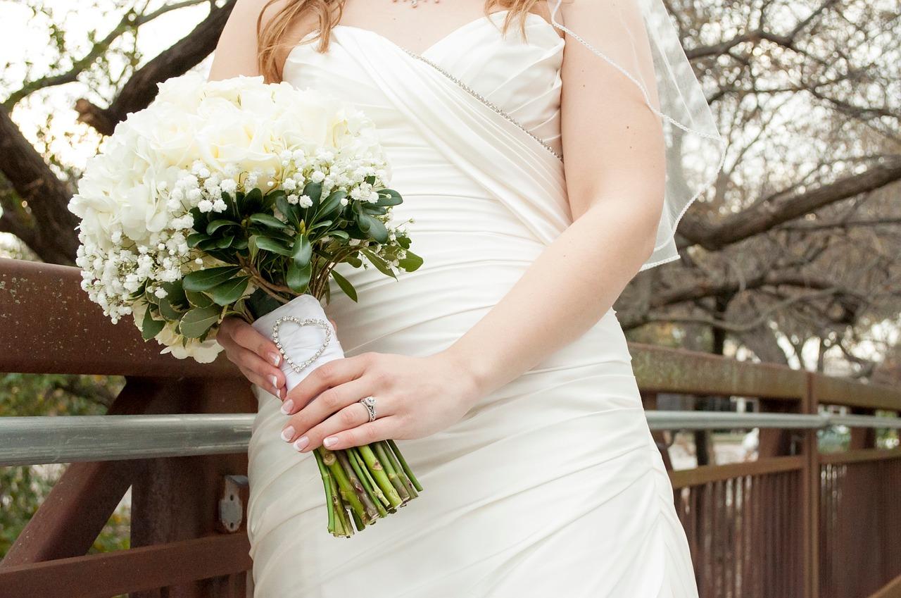 bride-845727_1280