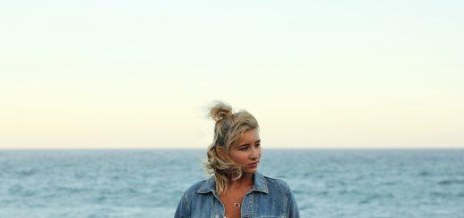 woman-beach-1209702_1280
